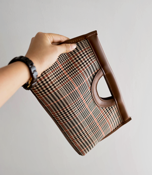 glassic check hand clutch[가방BBV41] 2color_free size안나앤모드